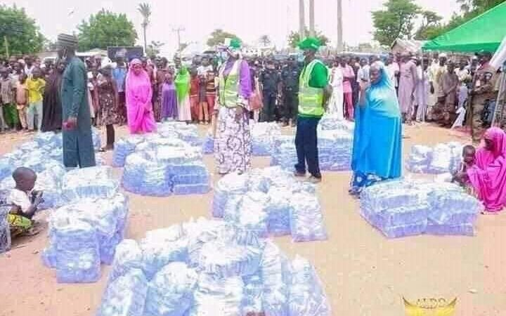 How Bauchi State first lady distributes packs of sachet water to women as start-ups