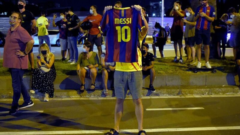 Fans protest Messi's exit from Barcelona, demand club president's resignation