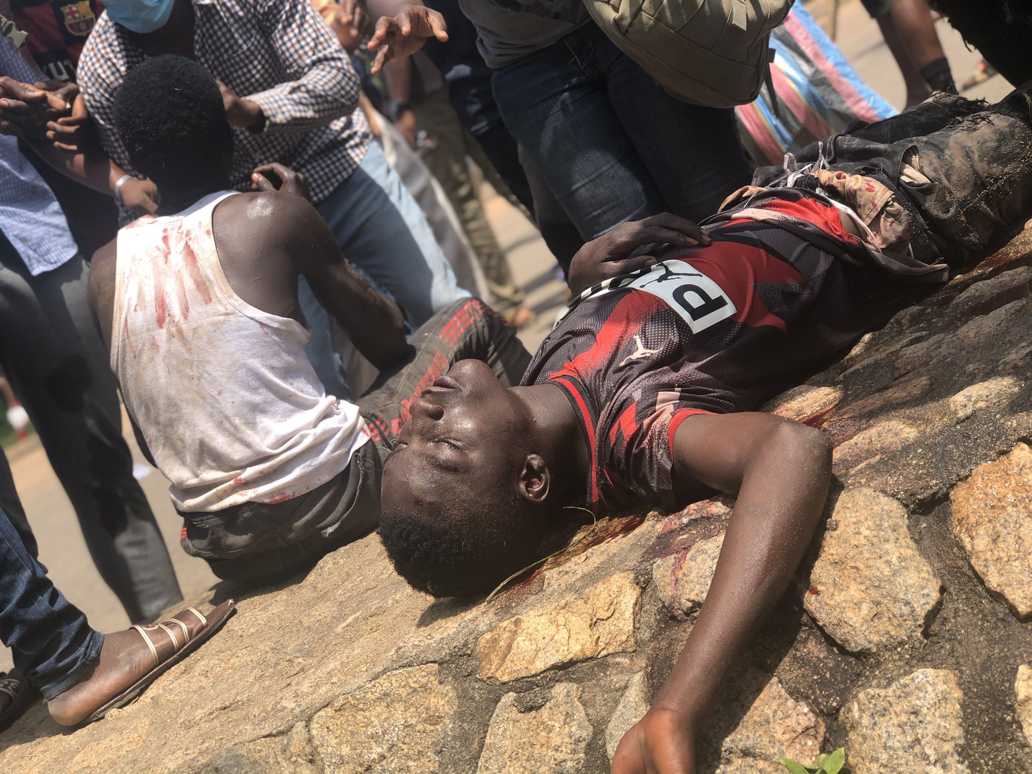 Photos of wounded Nigerians, vandalised cars in #EndSars, #ProSARS clash in Abuja