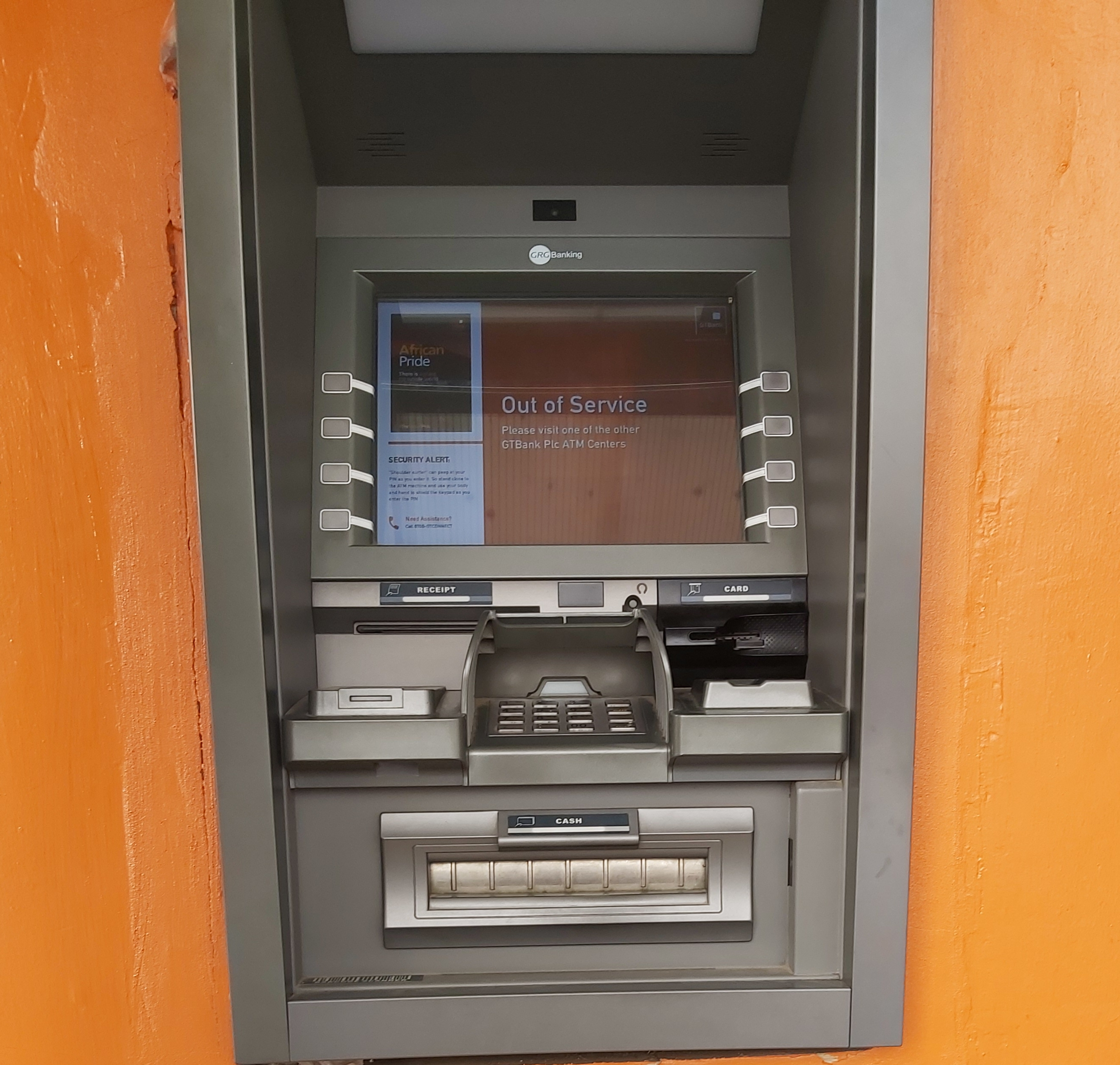 Stranded customers at GTBank ATM threaten to boycott bank (Videos)
