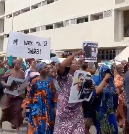 Old women begin second wave of #EndSARS protest in Lagos