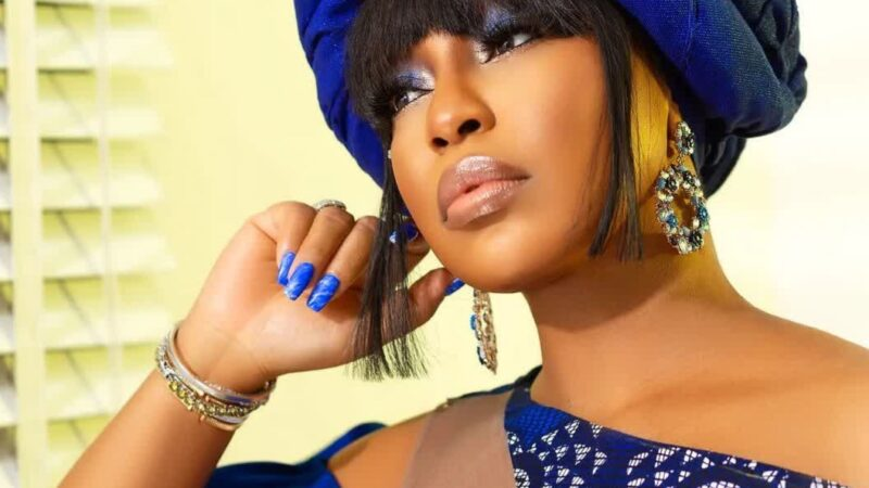 Rita Dominic looks fab in all black outfit